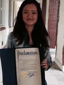 El 5 de enero de 2016 fue el día de Ashley Zhou en St. Petersburg, Florida (EE. UU.), declarado así por el alcalde de la ciudad para destacar y promover la excelencia académica.