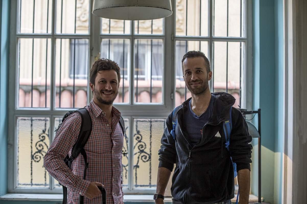 Los hermanos Giuseppe Belpiede (a la izquierda) y Vincenzo Belpiede (a la derecha) estudiaron el Programa del Diploma en el St. Stephen's School de Roma (Italia).
