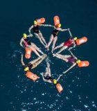 D'anciens élèves de l'Institut Le Rosey en Suisse, s'entrainent pour traverser la Manche à la nage afin de récolter des fonds permettant d'aider plus de 100 femmes vivant dans des communautés en développement et souffrant de fistule obstétricale