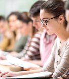 En lisant et en étudiant des textes tout au long du cours, les élèves établiront plusieurs liens entre ces textes, en fonction de leurs centres d'intérêt et de leur interprétation personnelle de ces textes, dans leur portfolio de l'apprenant.