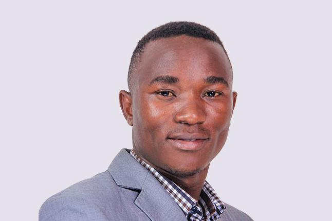Bukenya Vicent, lauréat de la bourse University of the People et enseignant du Programme d'éducation intermédiaire (PEI).