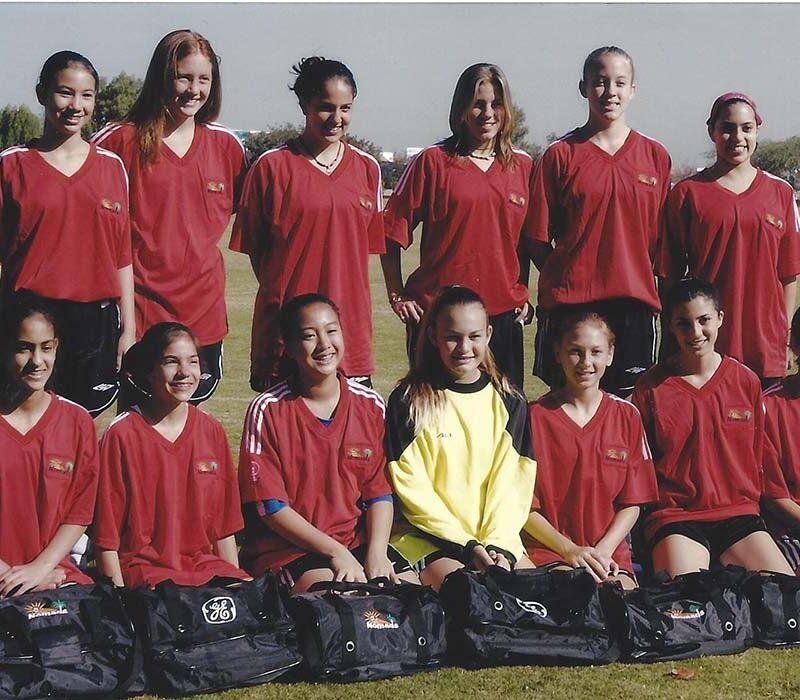Saja Kamal together with her teammates.