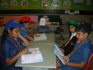 Language - Grade 3 students trying to comprehend the poem and prose for a better understanding using the Thinking Hats.